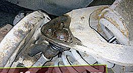 Αντικατάσταση του σφαιρικού συνδέσμου στο VAZ 2106