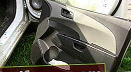 """""""Chevrolet Aveo T300"""" durelių apdailos nuėmimas ir montavimas"""