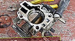 Rengøring af gashåndtaget Daewoo Nexia og Lanos