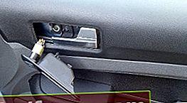 Fjernelse af fordørbeklædningen Ford Focus 2