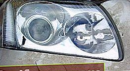 Avensis priekinių žibintų lempučių keitimas